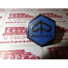 PIAGGIO CLIP IN HORNCAST BADGE EARLY TYPE