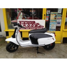 Royal Alloy GT 125 I WHITE AND BLACK